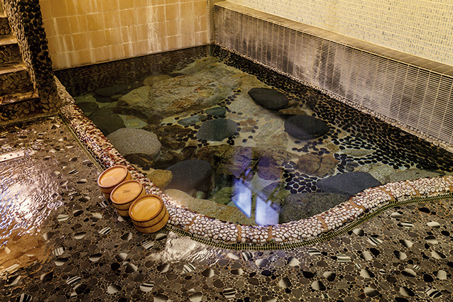 国内でも珍しい足元湧出の温泉